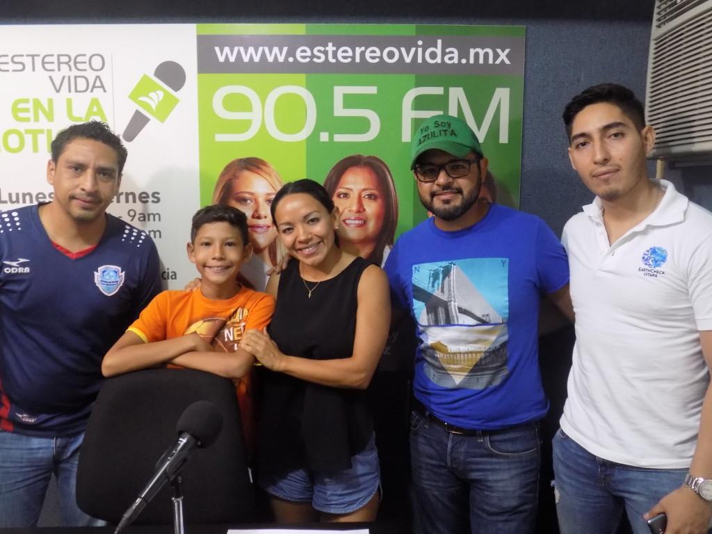 """""""Equipo EcoZanka"""" (se le llama Zanka a las personas originarias de Ixtapa Zihuatanejo)."""